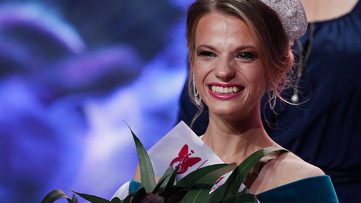 Miss Belarus Aleksandra Chichikova (C) — winner of the Miss Wheelchair World contest